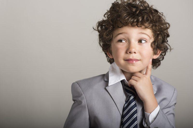 スーツを着ている子供