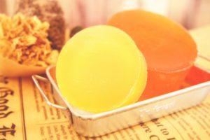黄色とオレンジの石鹸