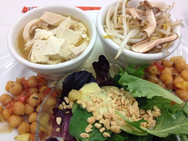 豆腐のスープと野菜料理
