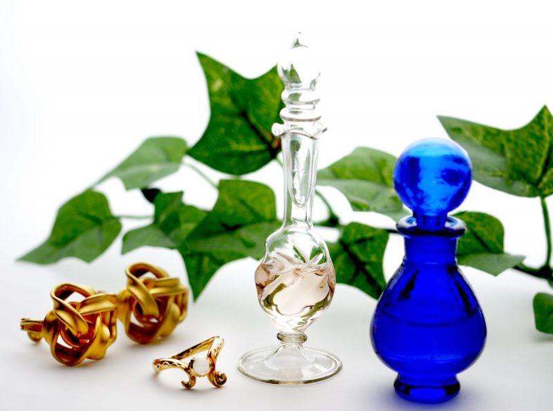化粧瓶とアクセサリー