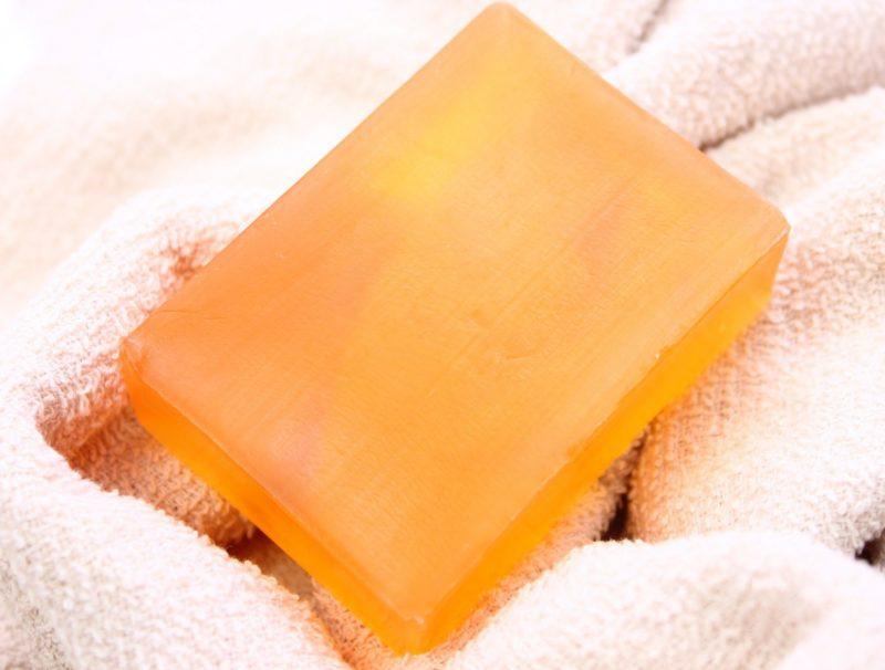 オレンジの石鹸とタオル