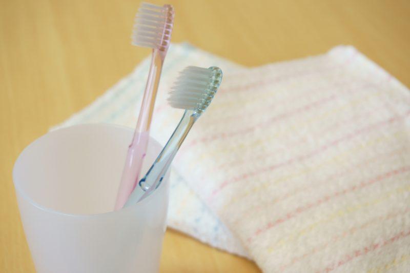 歯ブラシとタオルの写真