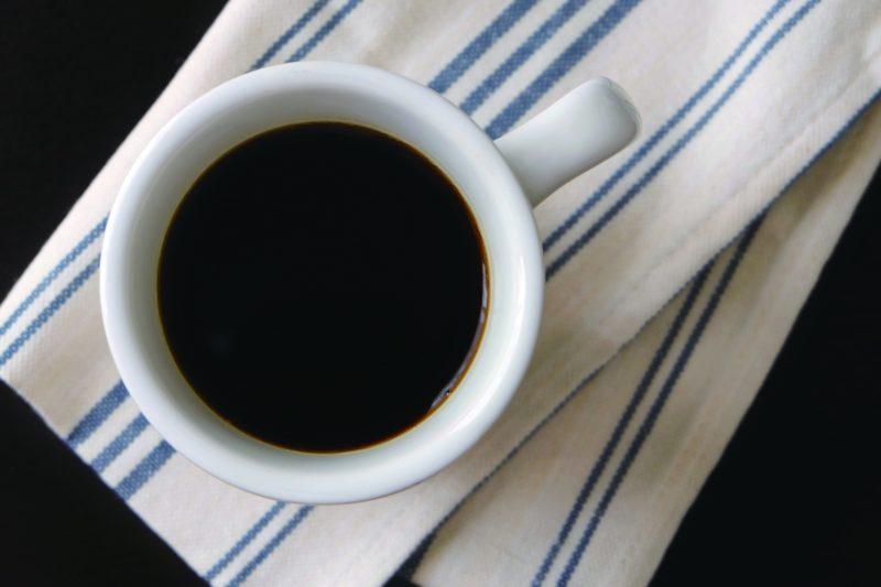 コーヒーの入ったカップの写真