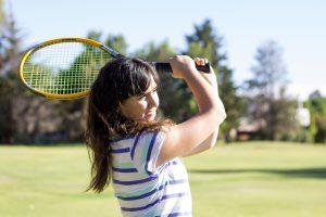 テニスをしている外国人女性