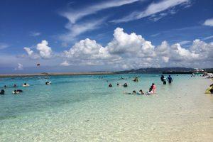 海と海水浴客