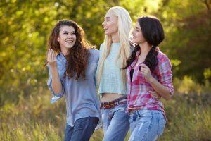 おしぇべりを楽しむ女性たち