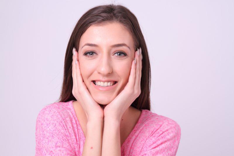 紫外線の影響を気にする女性