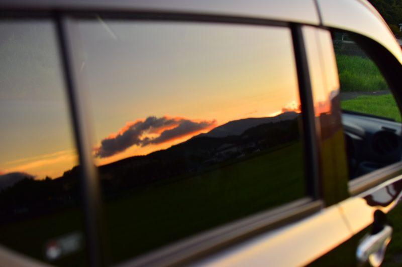 紫外線フィルムが貼ってある車