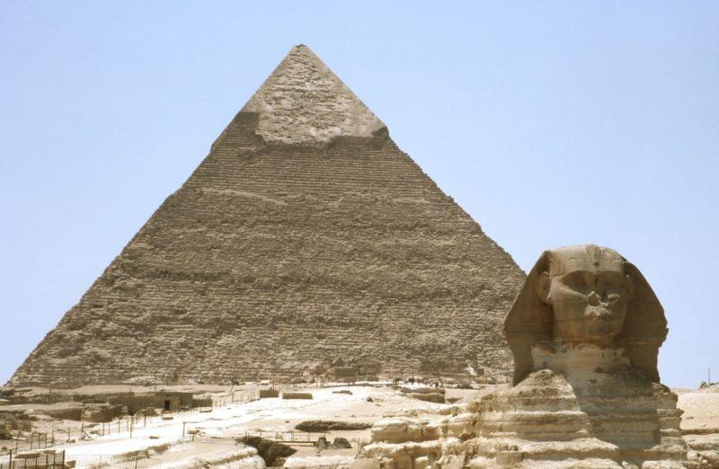 ピラミッドとスフィンクスの画像
