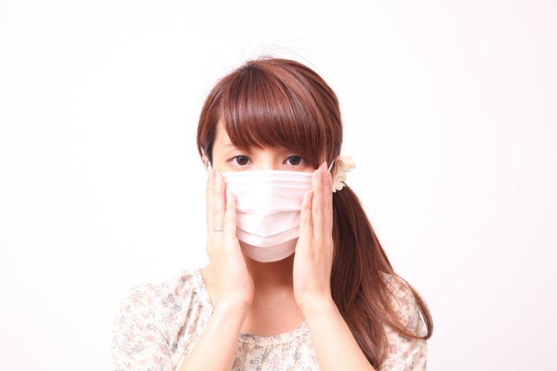 紫外線対策マスクをした女性