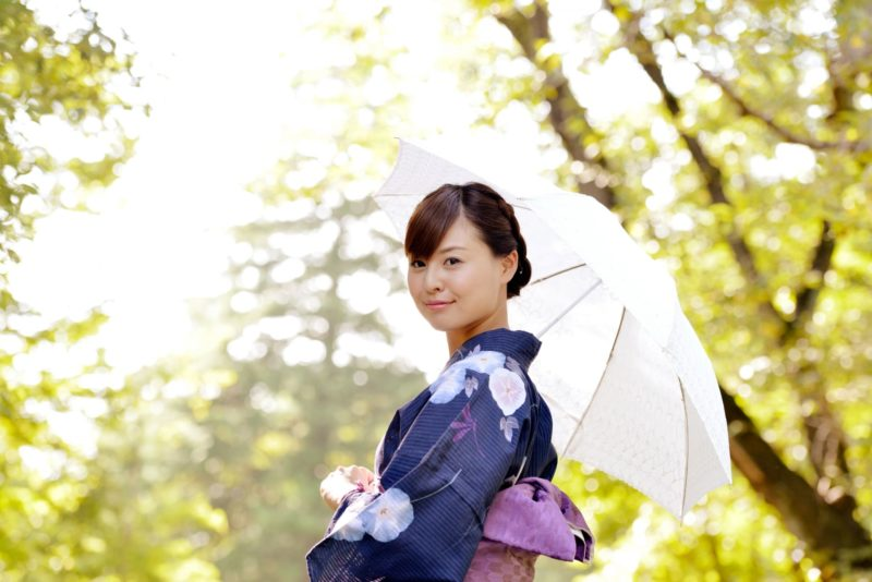 日傘を差している女性