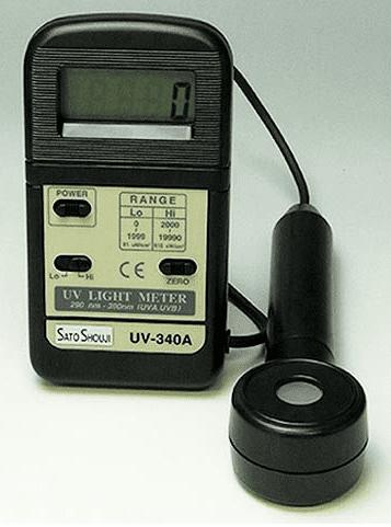 サンテックのデジタル紫外線強度計