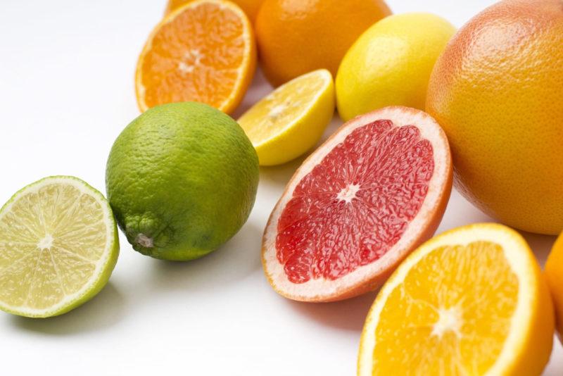 ソラレンが多く含まれるフルーツがカットされている画像