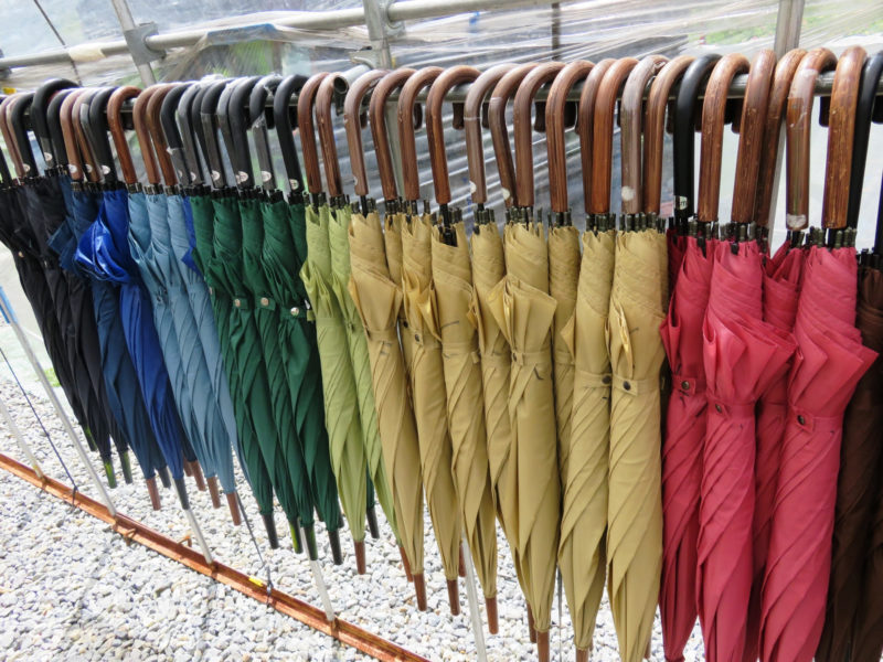 色とりどりのたくさんの傘