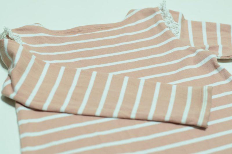 薄いピンクのボーダーの洋服