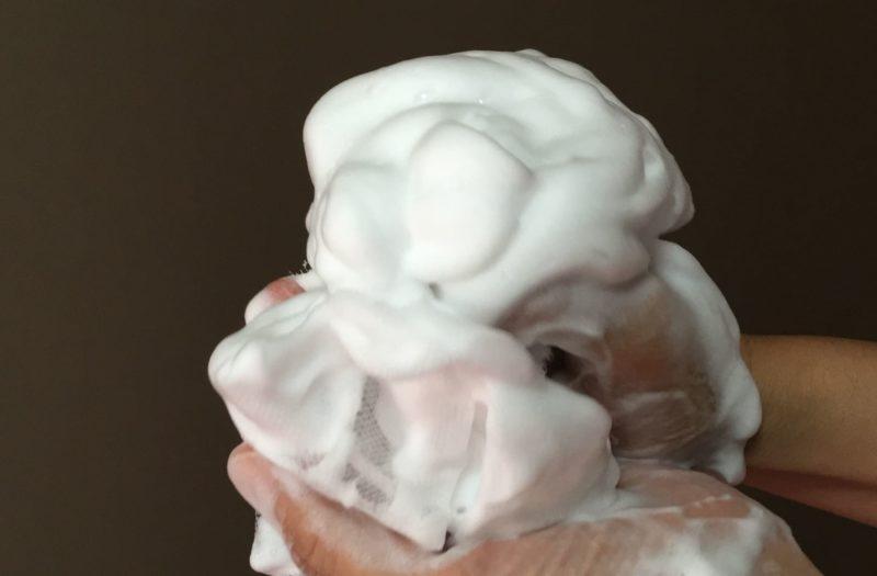 泡立った泡と洗顔ネット