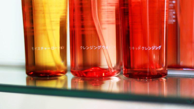 ニキビ跡への美白化粧水ボトル