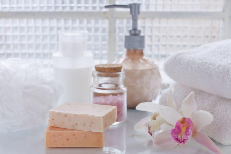 石鹸と花の画像