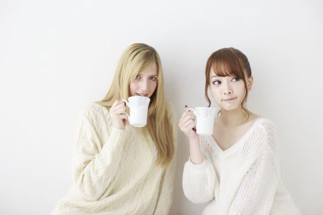 外人の女性と、日本の女性