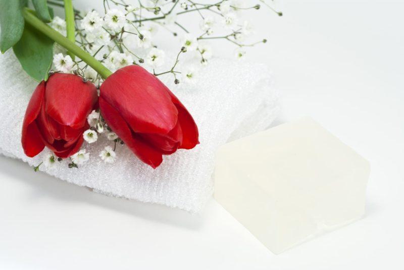 ユリとタオルと石鹸の画像