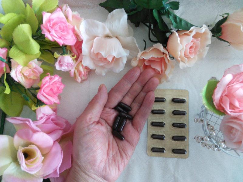 プラセンタのサプリと花々