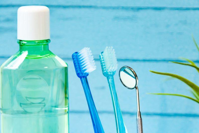 歯ブラシとウォッシュタイプの洗浄剤