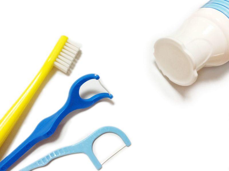 歯ブラシ、歯間ブラシ達