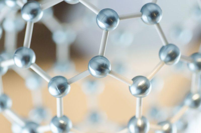 五角形に連なる遺伝子のような組み合わせのデザイン