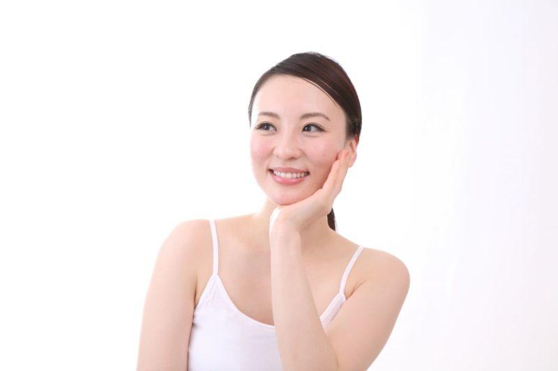 美白効果で笑顔の女性