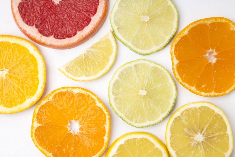 いろいろな種類の柑橘系フルーツ