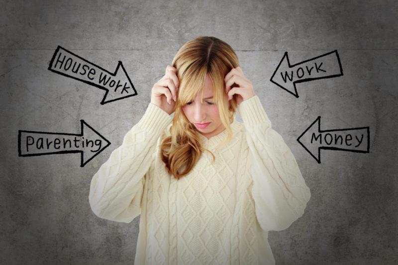 たくさんのストレスにさらされている女性