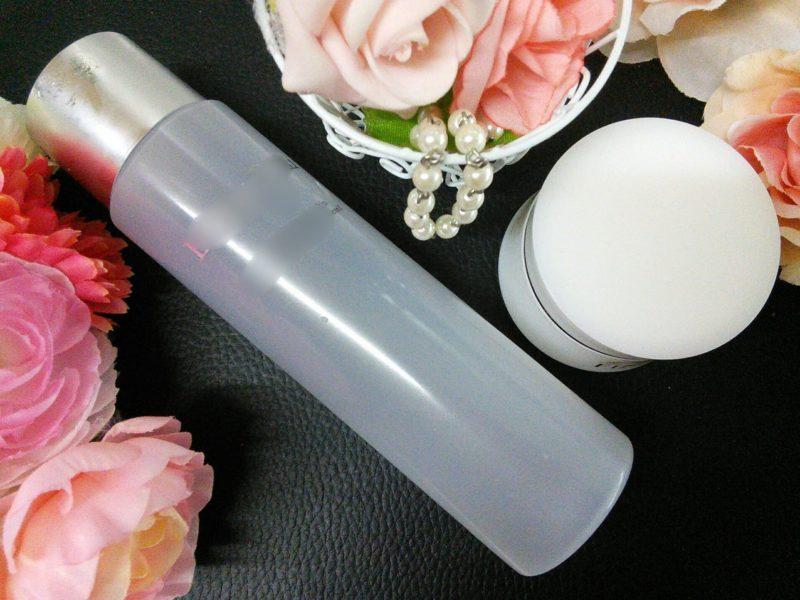化粧水と美容クリームの2点が置かれている