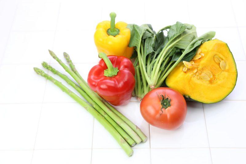カボチャ、パプリカ、ほうれん草などのお野菜