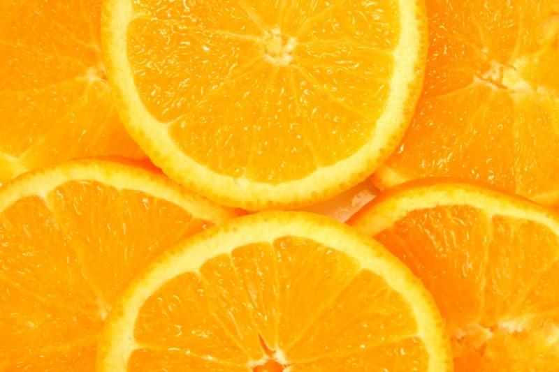 フレッシュなオレンジがたくさん重なっている写真