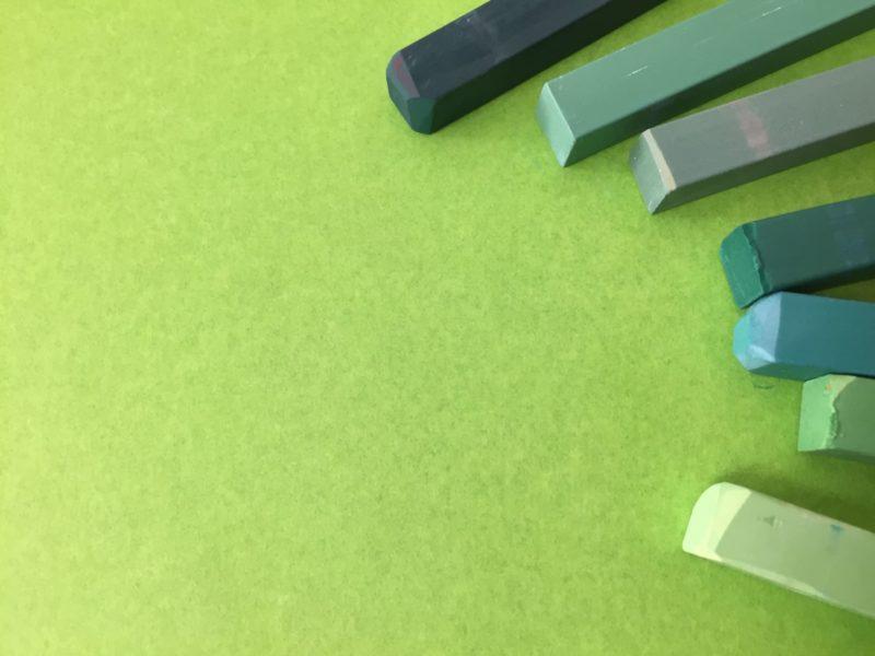 緑のチョークで彩られている写真