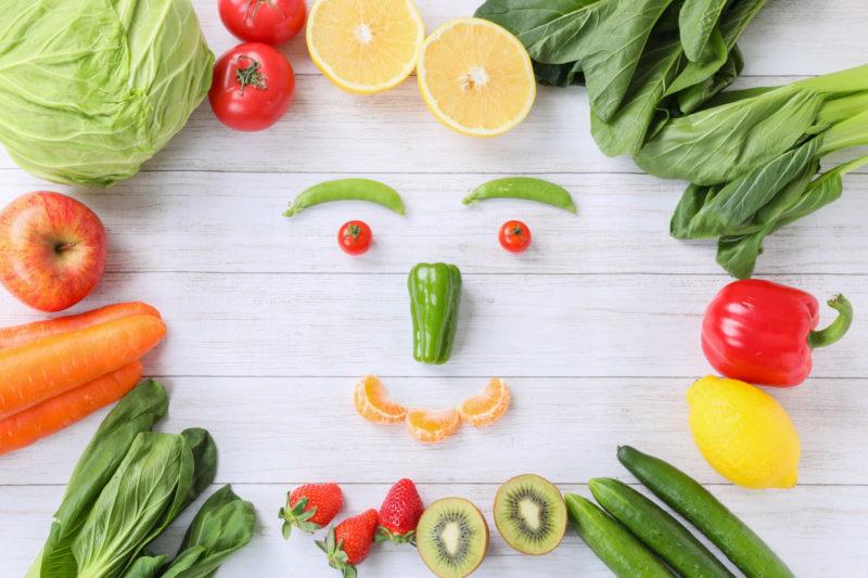 野菜や果物で作られた顔