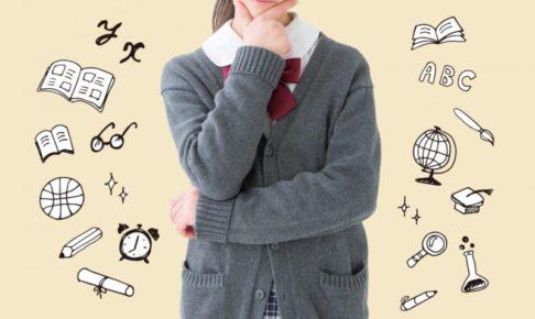 顎に手を当てて考える十代女性