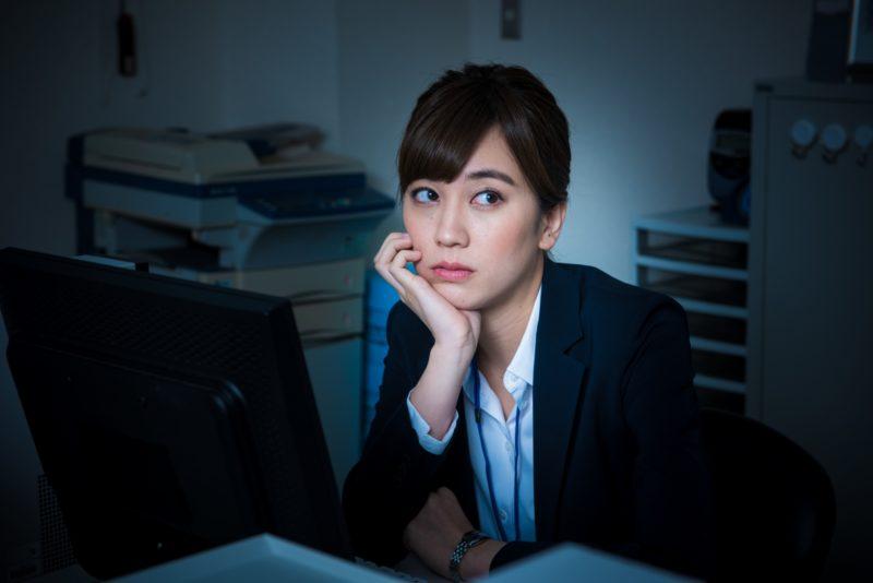 ストレスが溜まっている女性の画像