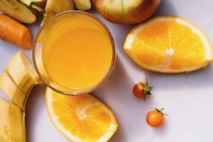 オレンジやバナナなど橙色や黄色でいっぱいの果物、野菜達