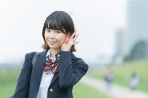 ニキビに悩む思春期女子高生