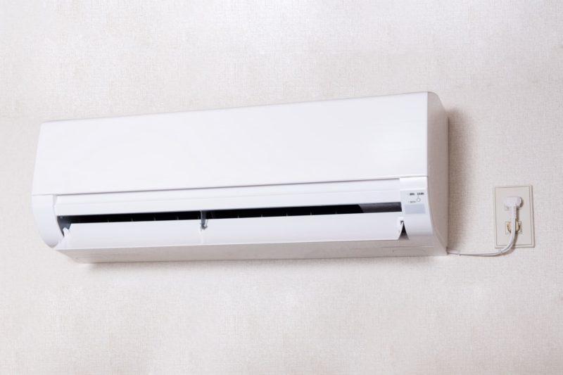 どこにでもある家庭用エアコンの画像