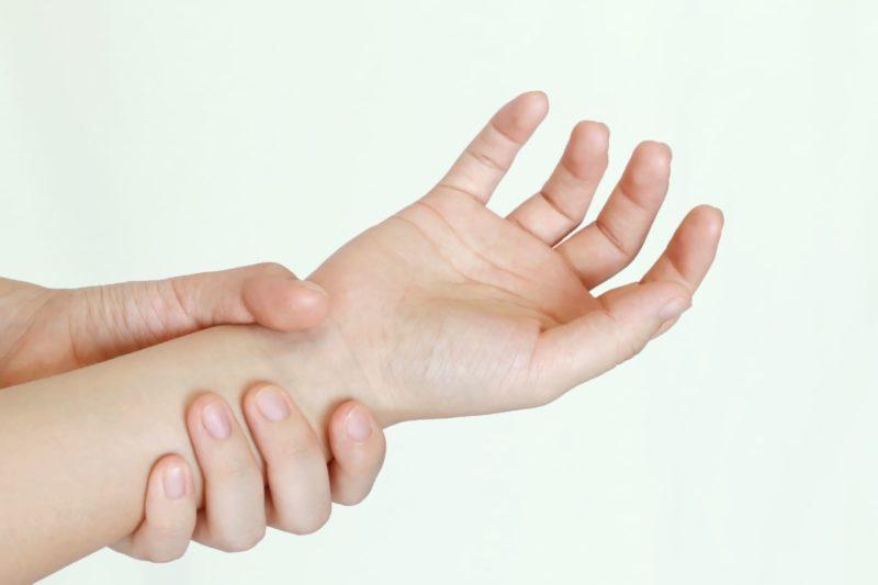 手首の状態が思わしくない右側