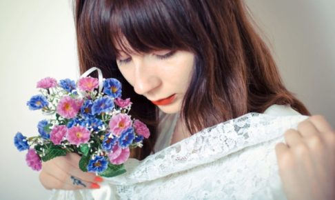 美白で毛穴レスな花を持った花嫁