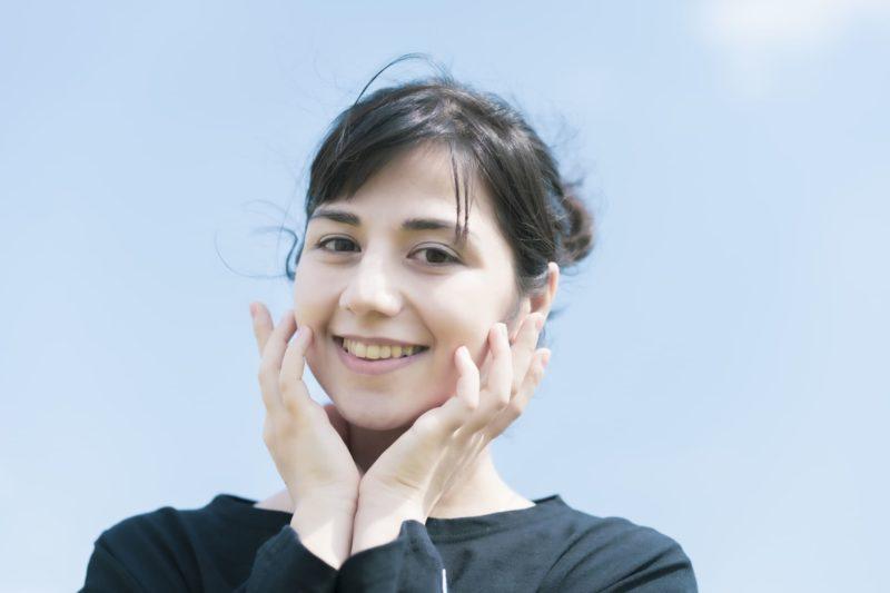 セラミドサプリで乾燥肌を解消できるか きれいな肌の女性