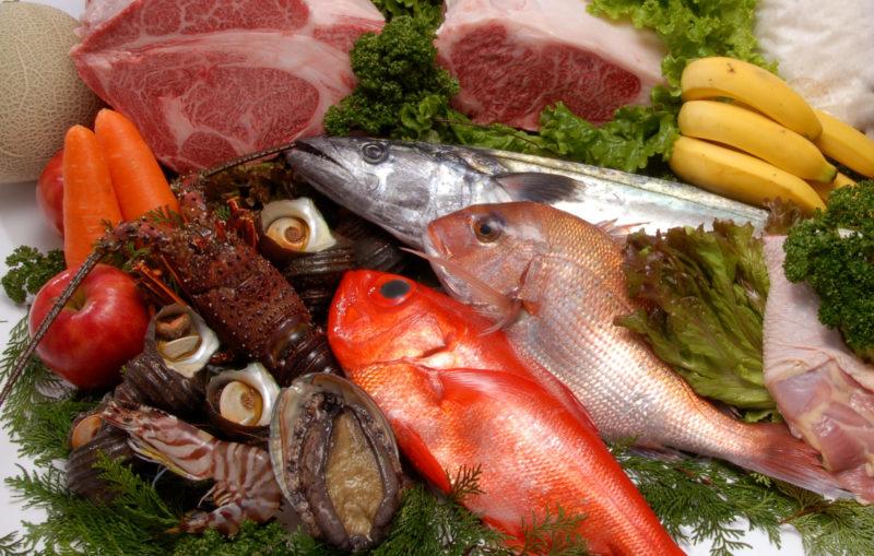 たくさんの魚介類中心の食材