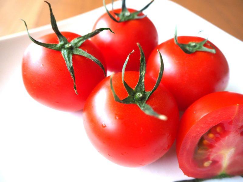 ツヤのあるつるんとした新鮮なトマトたち
