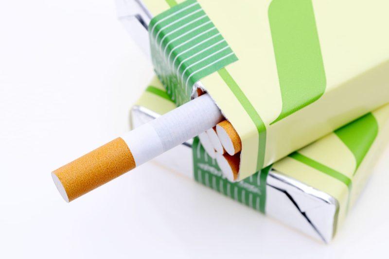 緑の箱に入っているタバコたち
