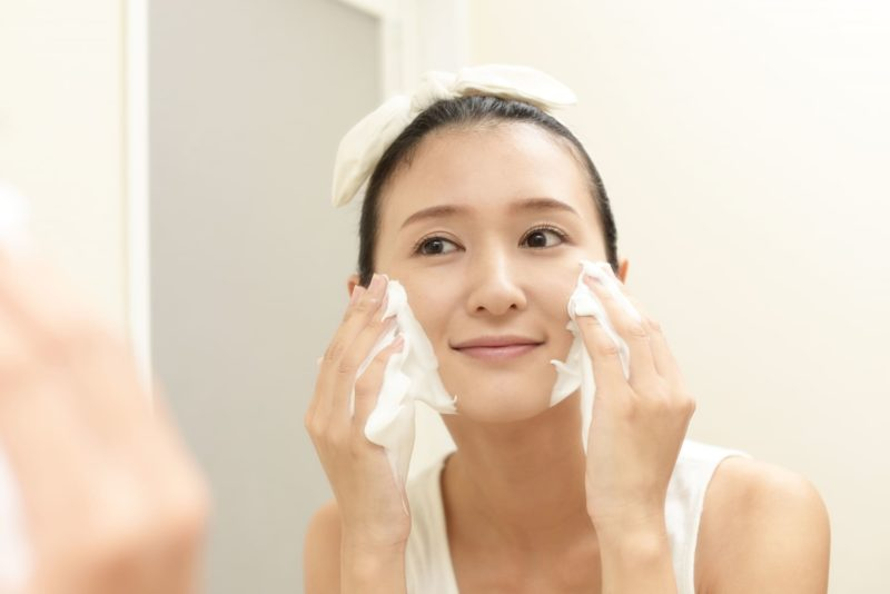 べたつく肌とセラミドの関係 洗顔