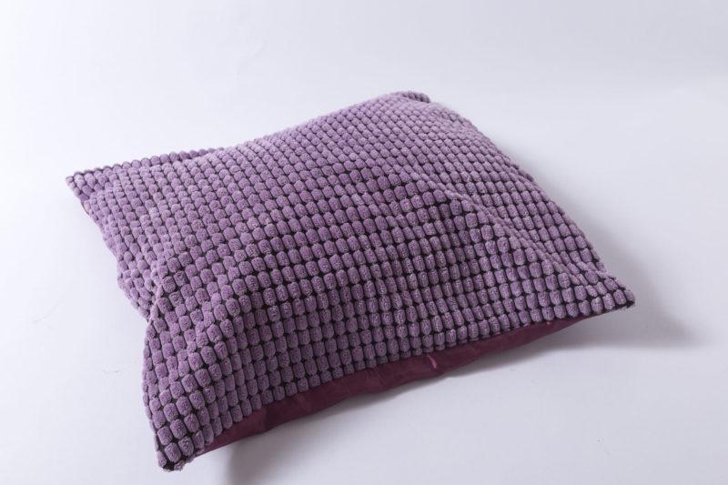 断面の凹凸がある紫の枕