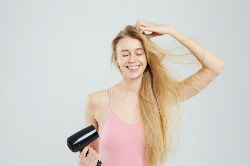 髪も保湿が大事。乾燥髪の予防と対策 ドライヤー